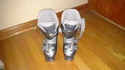 BRAND NEW,NEVER USED NORDICA WOMENS SKI BOOTS FLEX INDEX 40